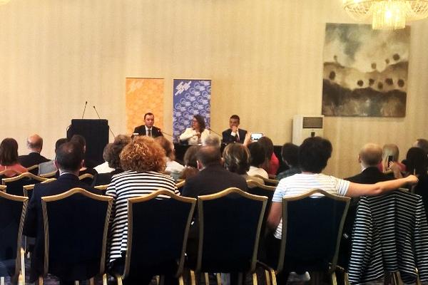 Виктор Донков превежда на събитие на Европейския съвет за външна политика