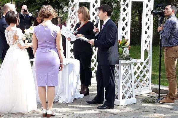 Превод на сватба извърши Виктор Донков